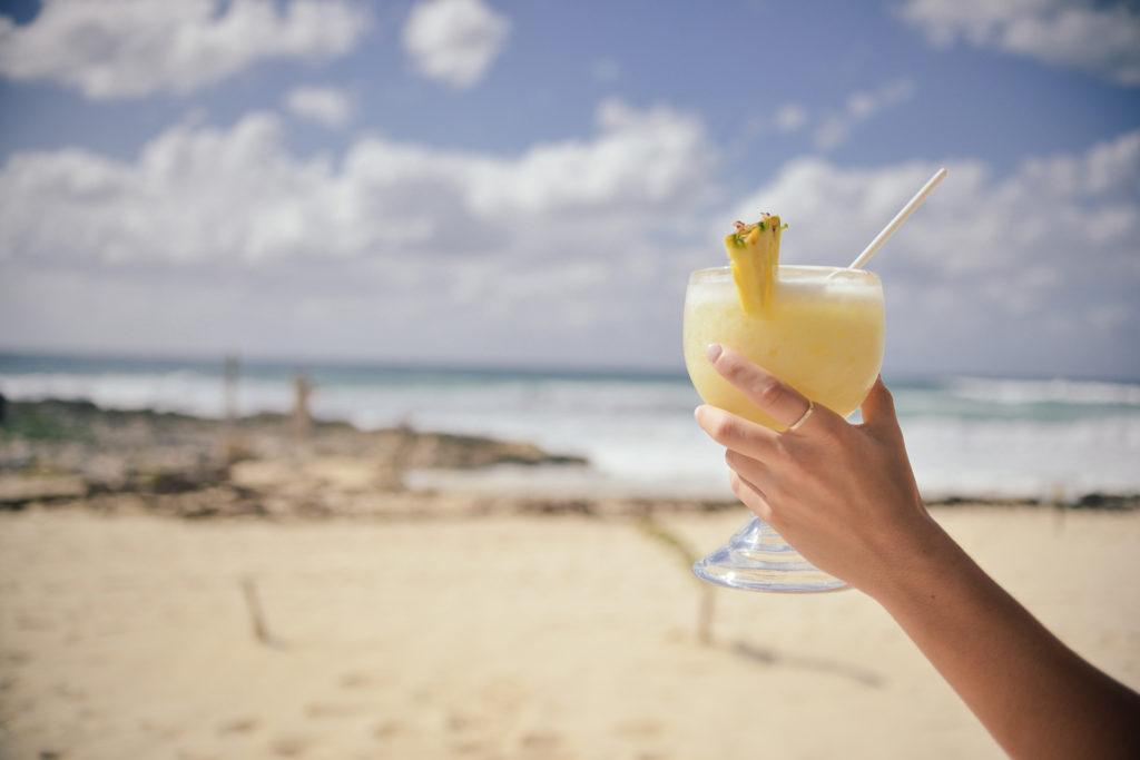 Cocktail aan het strand